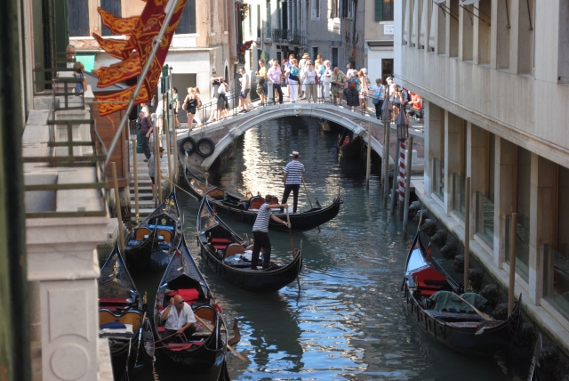 Gondoliers Venise