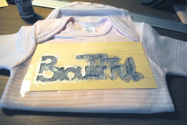 diy body bébé 2- pochoir peinture