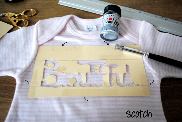 diy body bébé 2- pochoir scotch