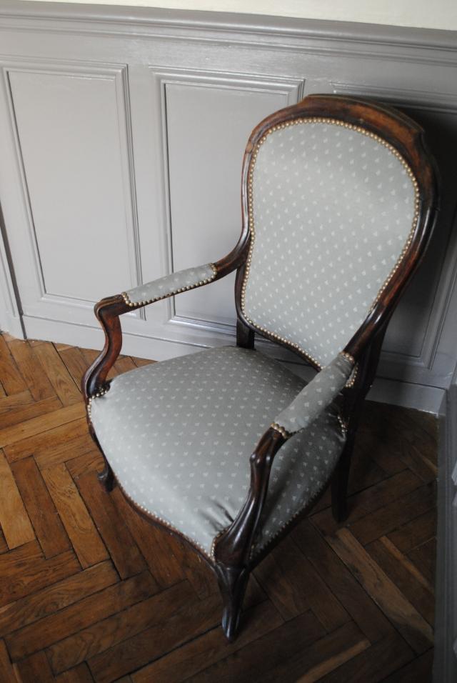 tapisser une chaise retapisser une chaise comment. Black Bedroom Furniture Sets. Home Design Ideas