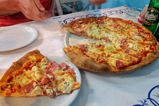 manger-a-pefkohori-pizza-capri-01