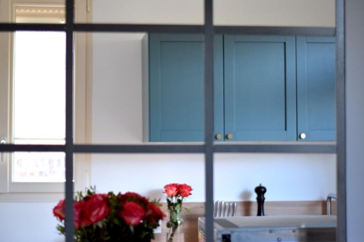 Renovation cuisine ancienne meuble ikea plum kitchen bleu paon verriere acier